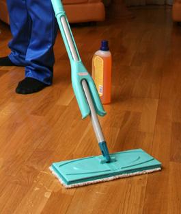 Waarmee houten vloer dweilen